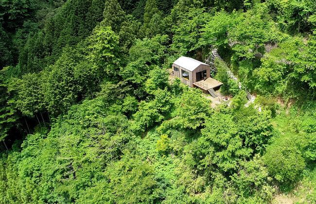 宿泊できる森の映画館、5000坪の自然の中にできた秘境