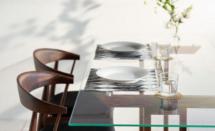 ガラステーブルで「爽やか抜け空間」を演出!