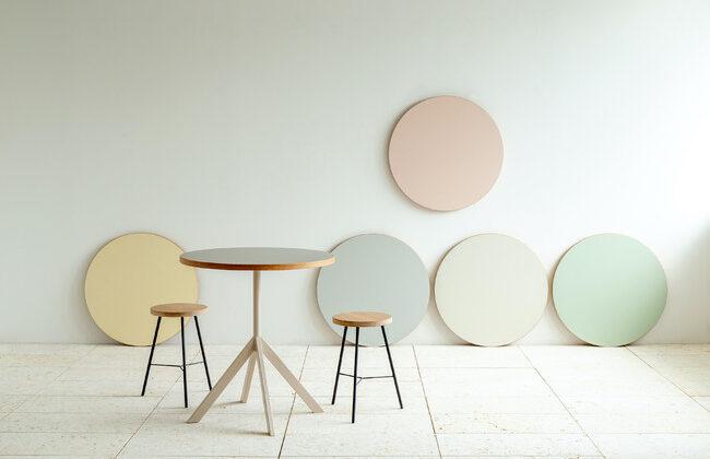 DIYにもぴったり、ニュアンスカラーの金属脚とテーブル